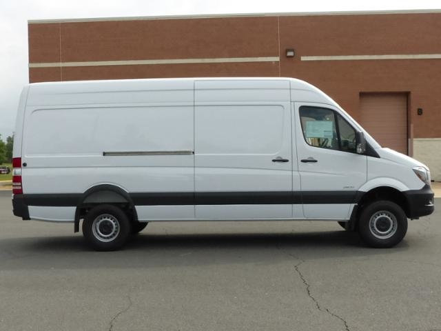 1-photos.ebizautos.com_new-2016-mercedes_benz-sprinter_cargo_vans-4wd2500170-9388-15155047-6-640.jpg